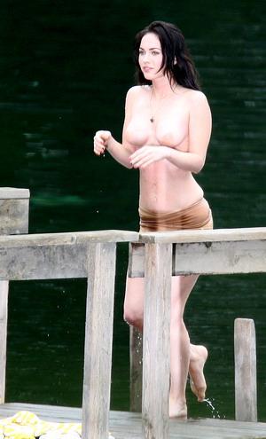 download Megan Fox sexy topless photos